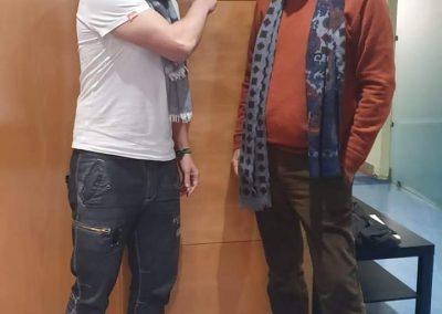 El cocinero Juan Pozuelo y el director del programa El Color de Viajar Francisco Ruiz apoyan el TELÉFONO CONTRA EL SUICIDIO